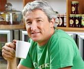 Man drinking coffee before a marathon